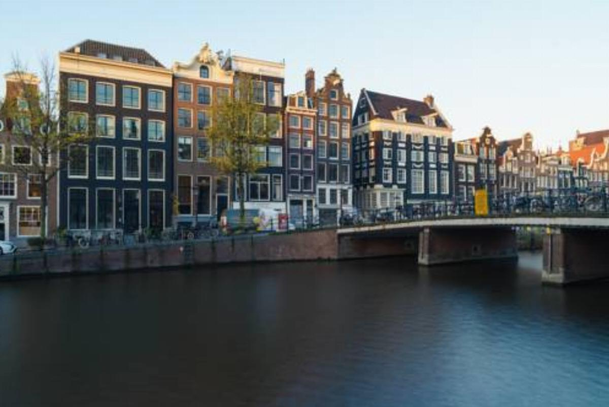 18th Century Groundfloor Canal House with patio/garden Hotel Amsterdam Netherlands