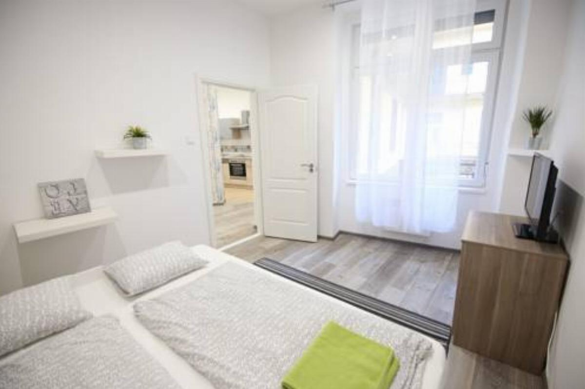 2 Br & 2 Bthrm Modern Cozy Home in Ruin Bar Area Hotel Budapest Hungary