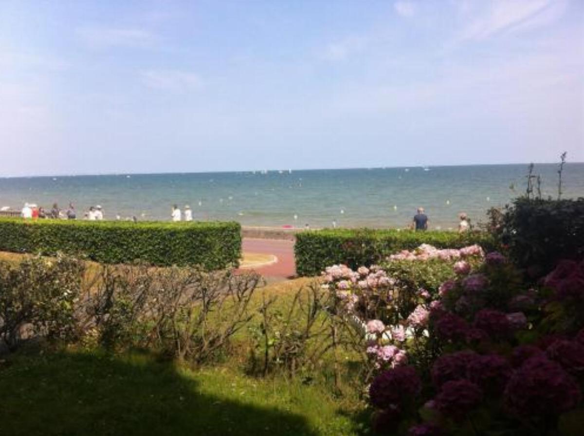 Apartment Front de Mer Cabourg Hotel Cabourg France