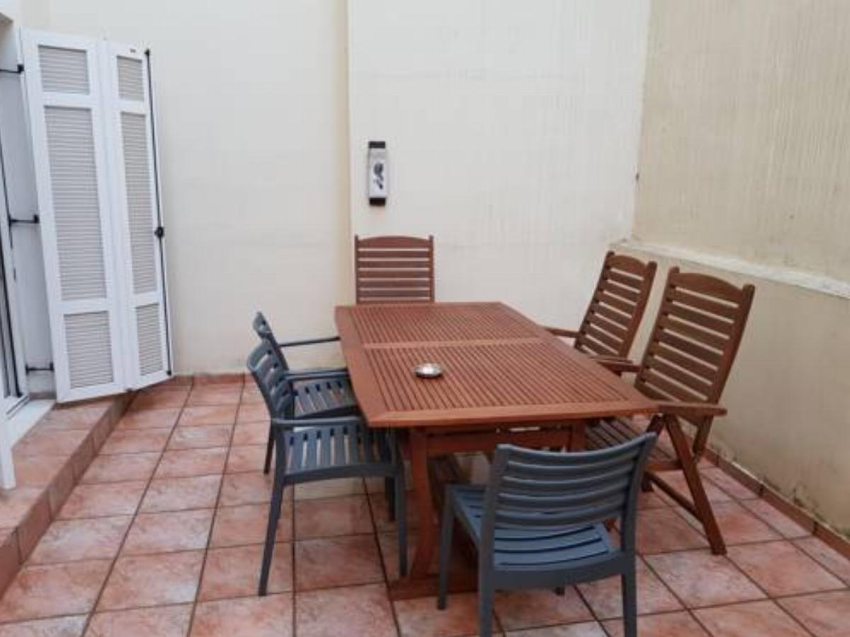 Cosy Apartment with patio Hotel Athens Greece