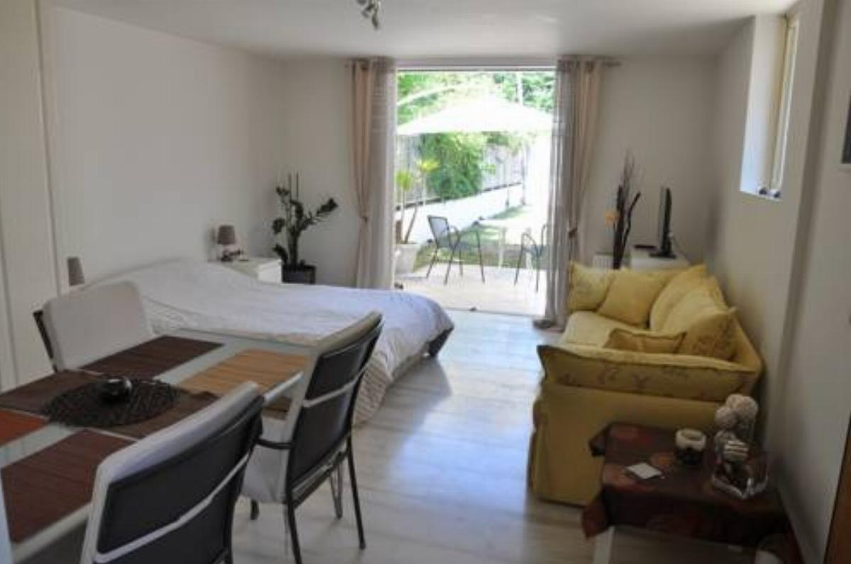 Cosy Studio with Garden / Individual apartment Hotel Athens Greece