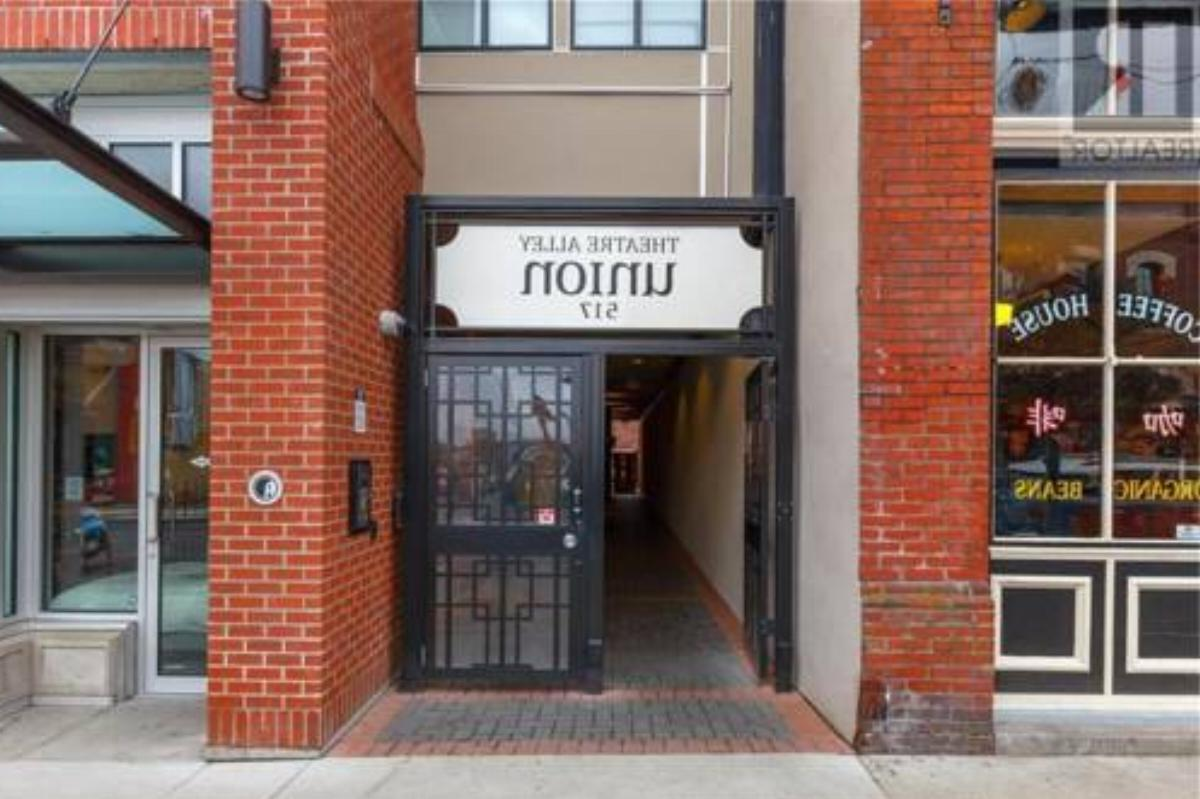 One Bedroom Chinatown Condo With Parking 201 Hotel Yyj Overview